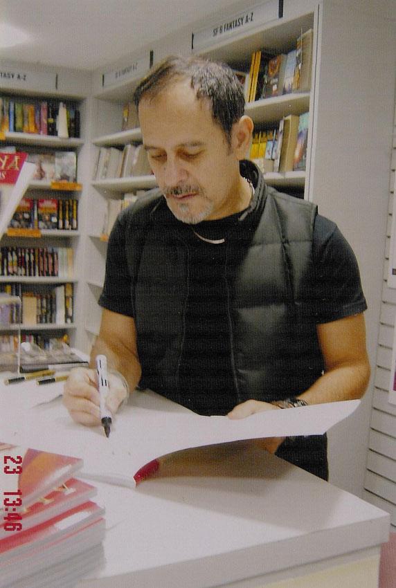 2004_signing_amazona